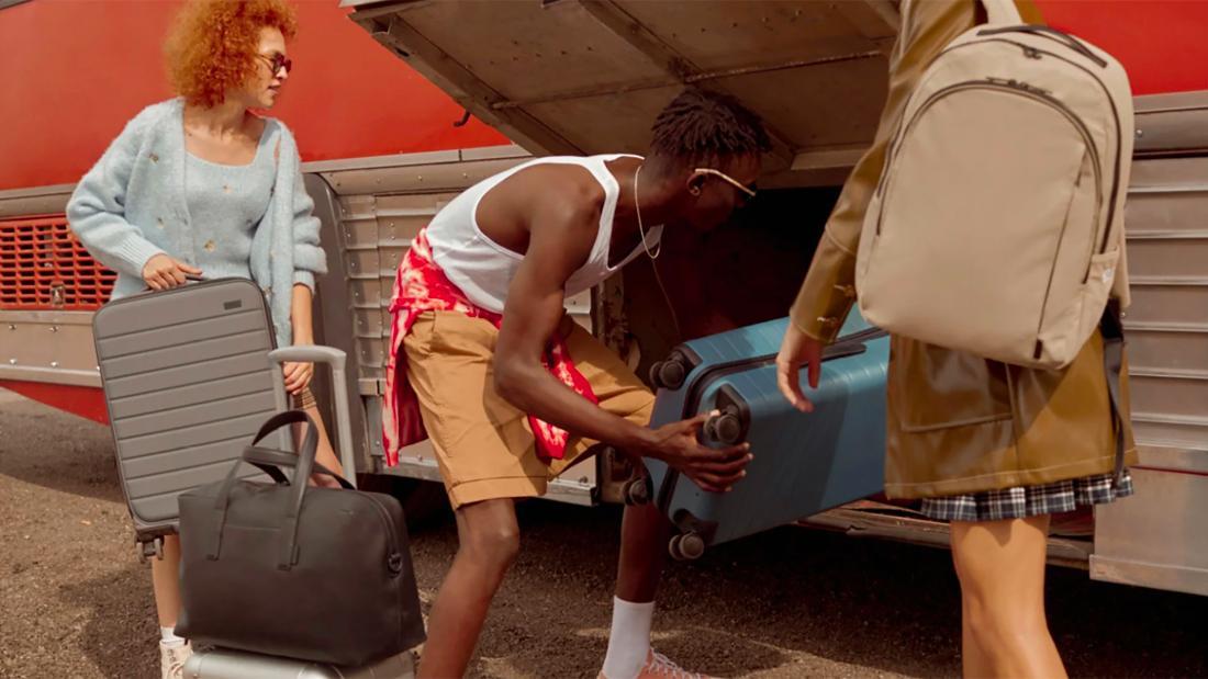 لوازم / مجموعه تعطیلات چمدان دور    CNN Underscored